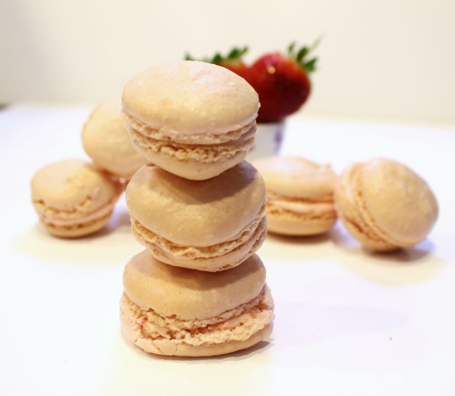 Strawverry Macarons