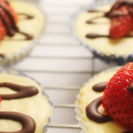 Mini Strawberry and Chocolate Cheesecakes for #SundaySupper