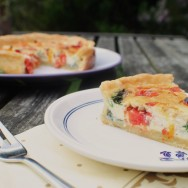 Pepper, Spinach and Goat's Cheese Quiche for #SundaySupper